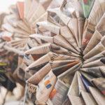 kreativ 2017: Fogli di giornale modellati in modo creativo ed originale, formando così dei fiori di carta